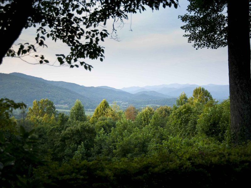 Clayton, GA (NE Georgia) Cozy Mountain Cabin with View-Hillcrest Lodge, vacation rental in Rabun Gap