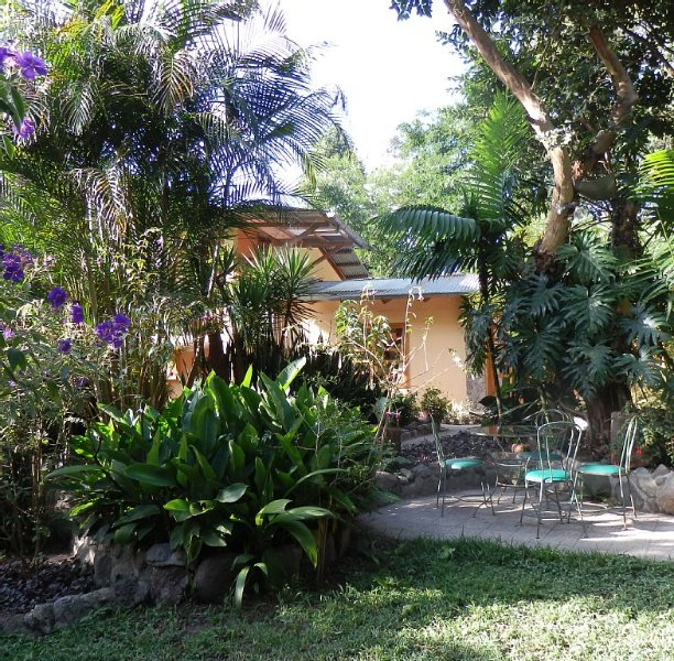 DECORATED FOR A MAGICAL CHRISTMAS!, vakantiewoning in Guatemala