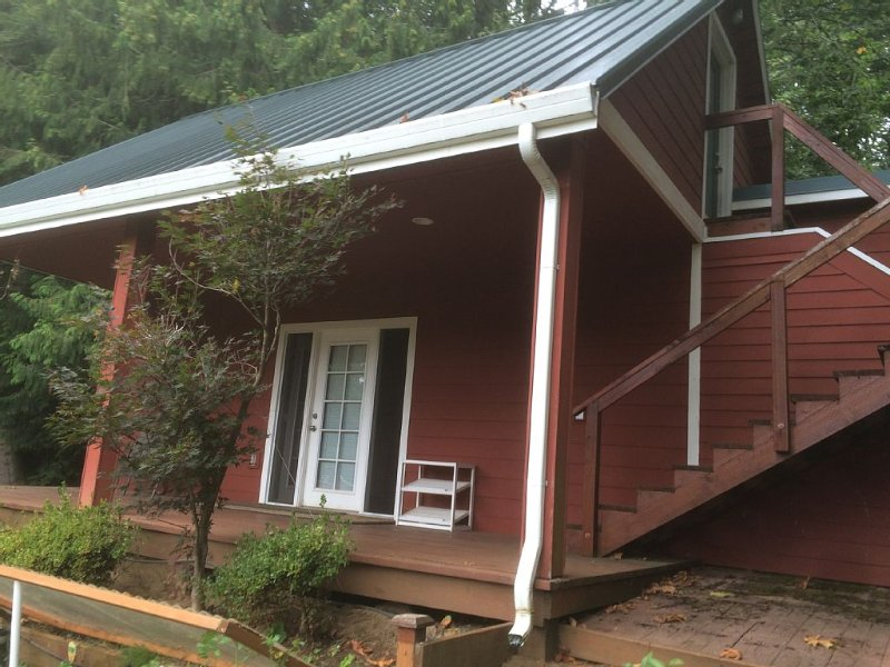 Private Guest House Located In Columbia Gorge., holiday rental in Sandy