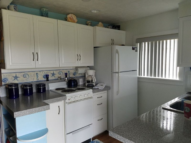 Beachfront Cabin W/ Pvt Trail To Beach / dogs ok, vacation rental in Long Beach