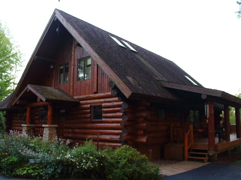 Stunning Log home in the true 'Heart' of Wisconsin., holiday rental in Medford