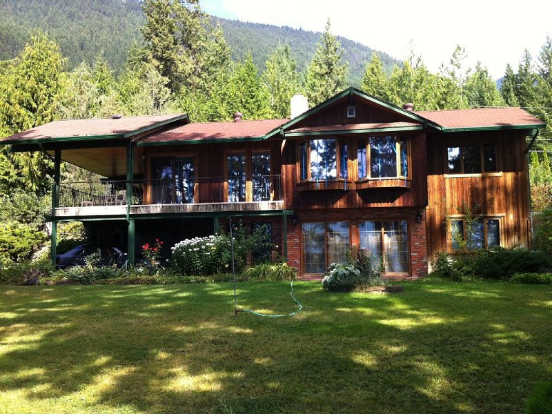 Sunny Shuswap Lake Front Retreat - Tappen/Sunnybrae, Beautiful BC, alquiler de vacaciones en Salmon Arm