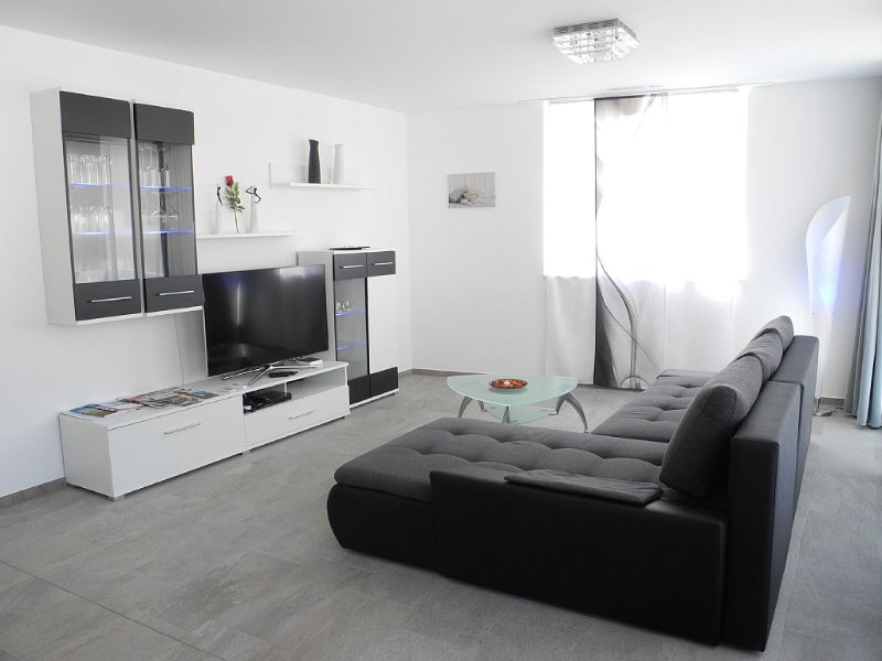 Modern, New 3.5 Room Apartment In Brig With A Wonderful View Of The Mountains, location de vacances à Rosswald