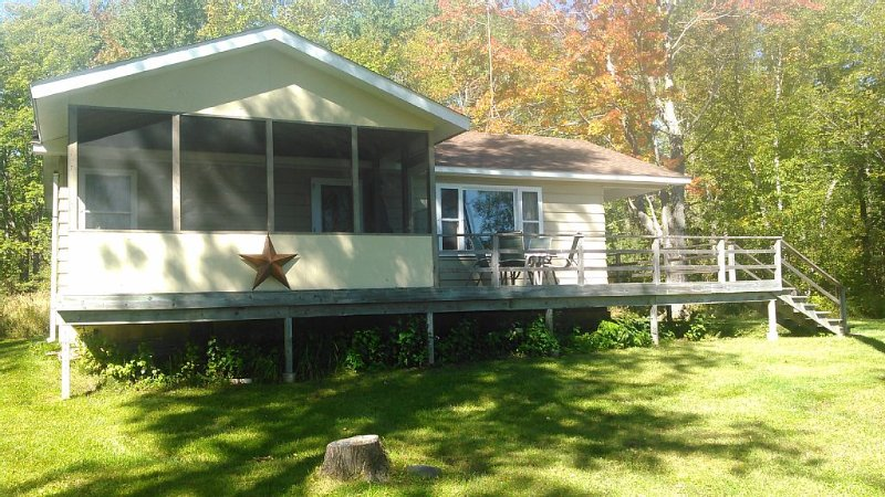 Sowl's Cabin, Nestled on 20 acres on Madeline Island, alquiler de vacaciones en La Pointe