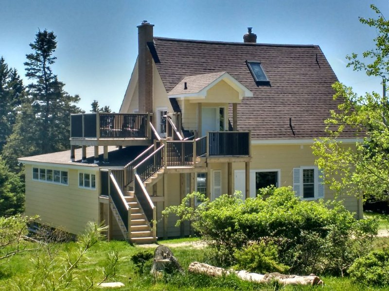 Sunset Drive Vacation/Executive Rental, holiday rental in Halifax Regional Municipality