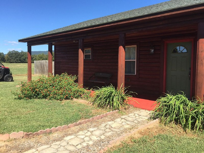 Quiet Peaceful Country Cabin, holiday rental in New Blaine