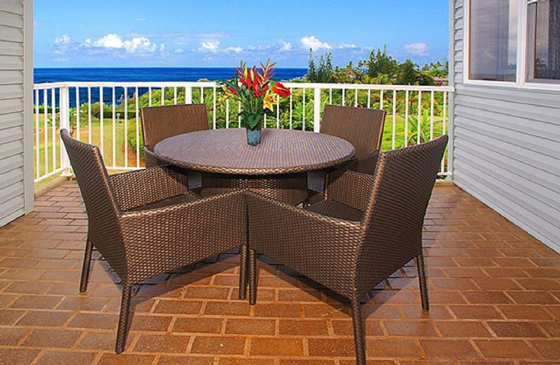 Watch the whales from this Ocean view 1 bed 2 bath full Kitchen-Sleeps 4, vacation rental in Princeville