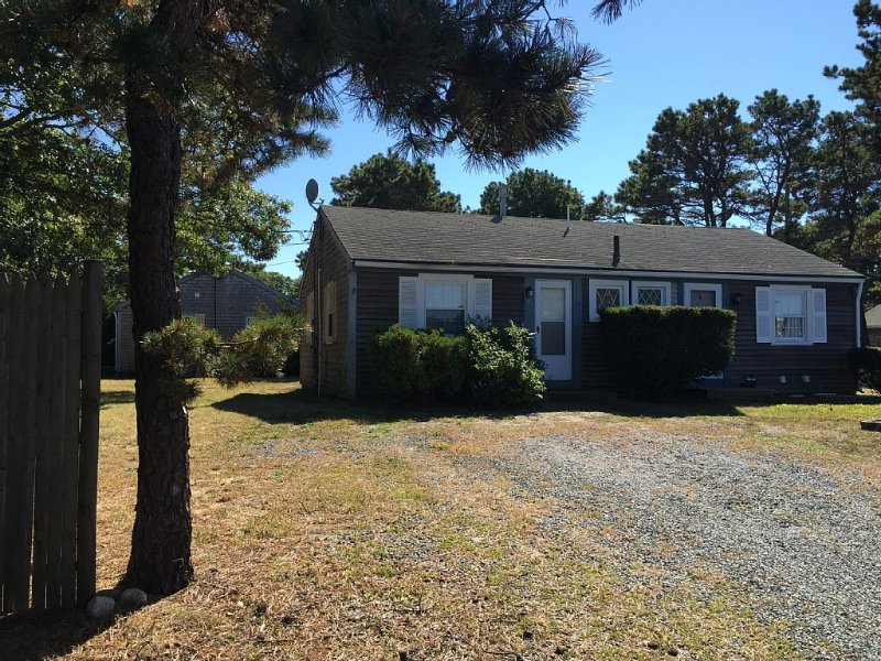 Cute Cape Cod Condo 3/4 of a mile to warm water Nantucket Sound Beaches, holiday rental in South Yarmouth