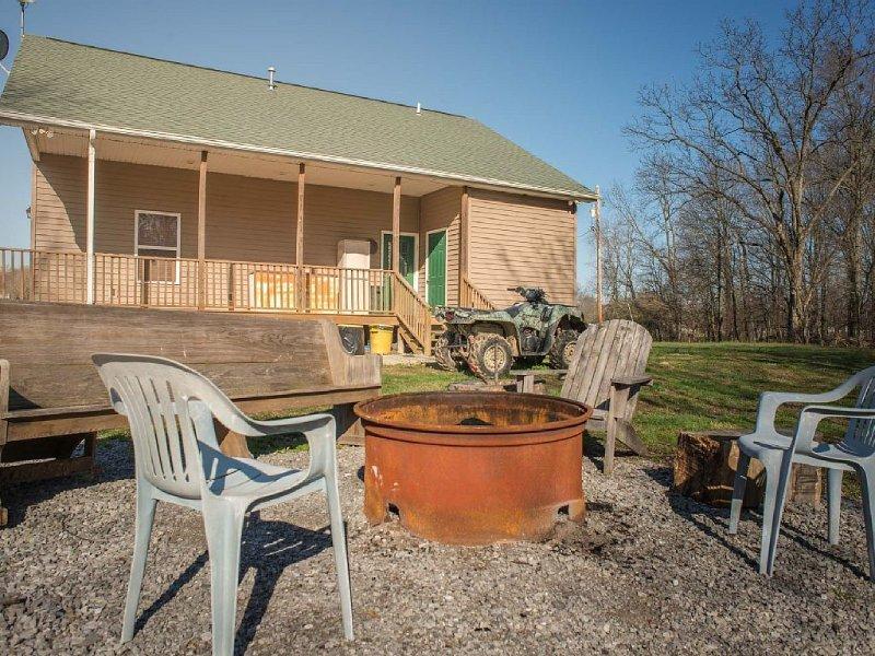 The Country Lodge-Southern Illinois Getaway, alquiler de vacaciones en New Harmony