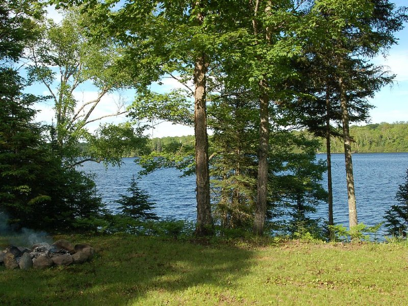 Cozy 2BR Cabin on 450 acre Fisher Lake: Bear Bottom Hideaway!, holiday rental in Mercer