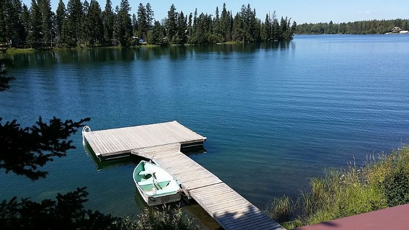 Sheridan Lake Waterfront Cottage 3 Bedroom With Newer Dock On Gorgeous Bay, vacation rental in Lone Butte