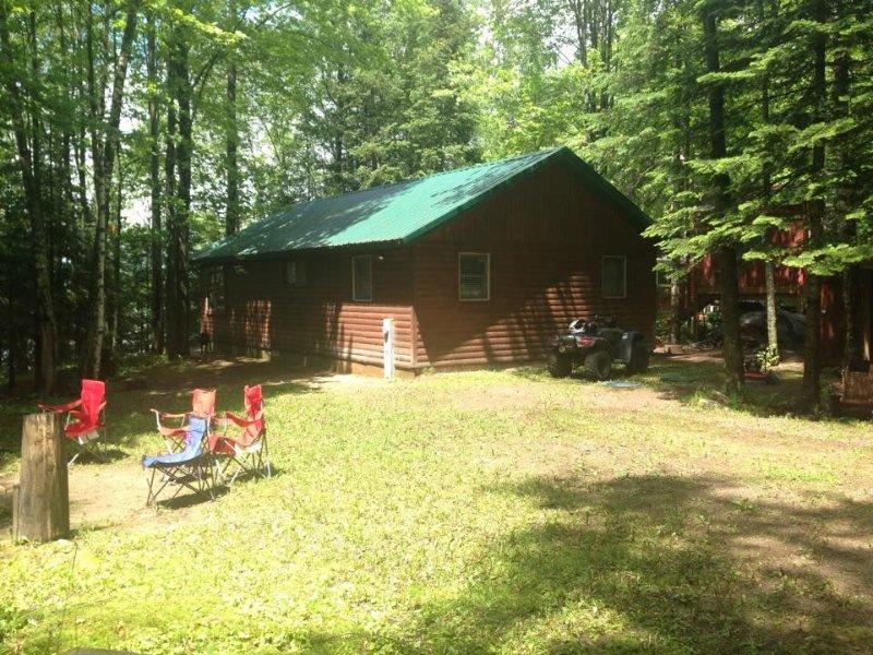 Bishop Lake Three Bedroom Cabin, vacation rental in Summit Lake