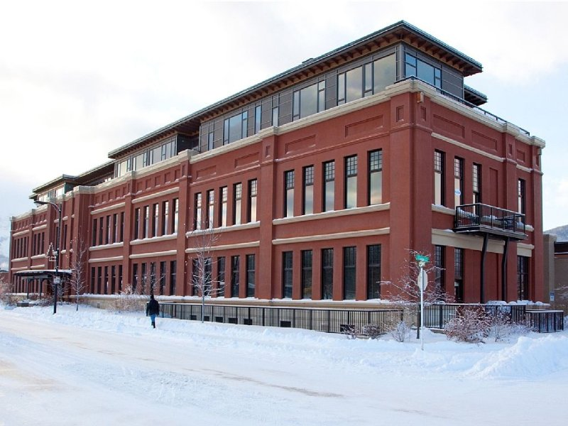 Historic loft in downtown Fernie, aluguéis de temporada em Fernie