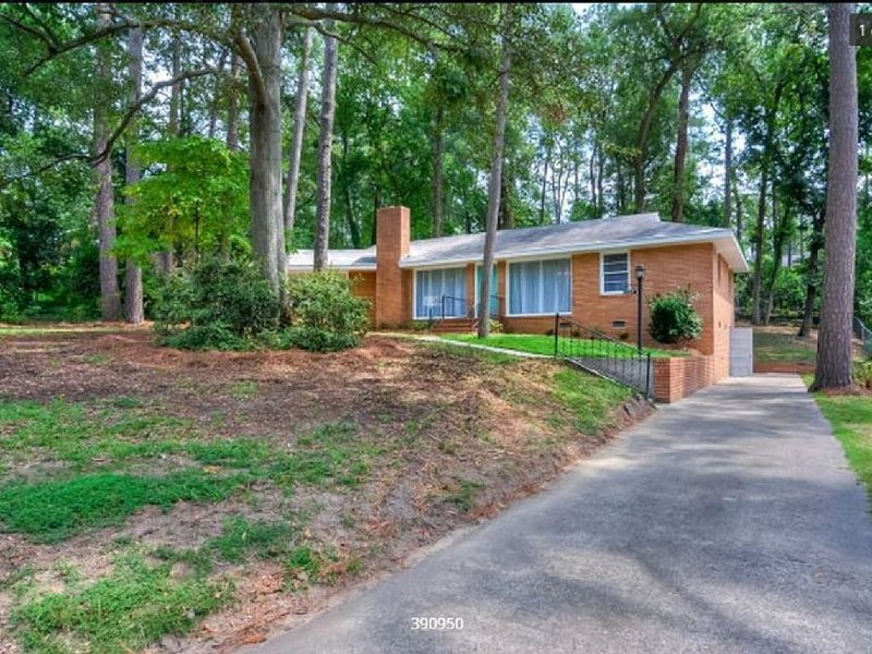 Just Reduced! 4 br 2 bath North Augusta home 7 miles from the Augusta Nationals, casa vacanza a North Augusta