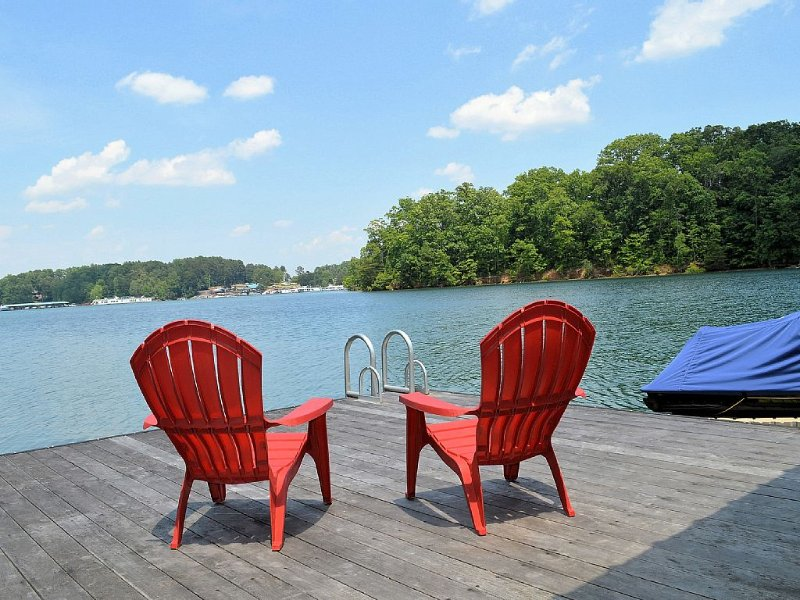 Comfortably Designed Lake Keowee Waterfront, Minutes to Clemson- In Seneca, location de vacances à Clemson