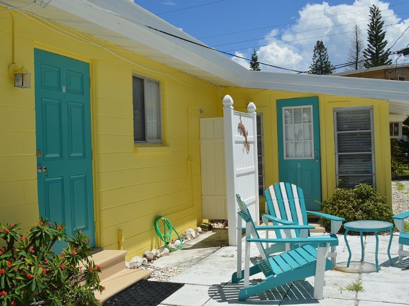 Seaside Studio- so close to the beach and priced, holiday rental in Englewood