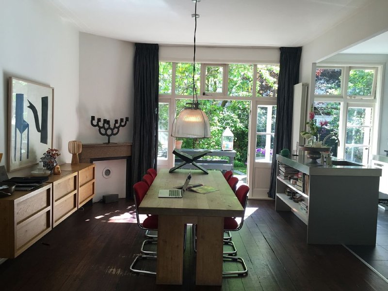 Stylish House With Big Sunny Garden Near To The Zuid-as And Cultural Highlights, vacation rental in Sloten