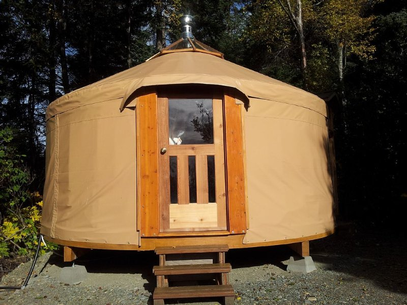 Cozy yurt in the woods near Homer, vacation rental in Fritz Creek