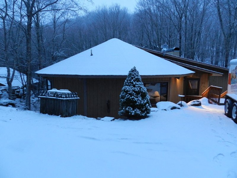 Creekside Hideaway - 3 Bed/3 Bath Plus Loft!, holiday rental in Beech Mountain