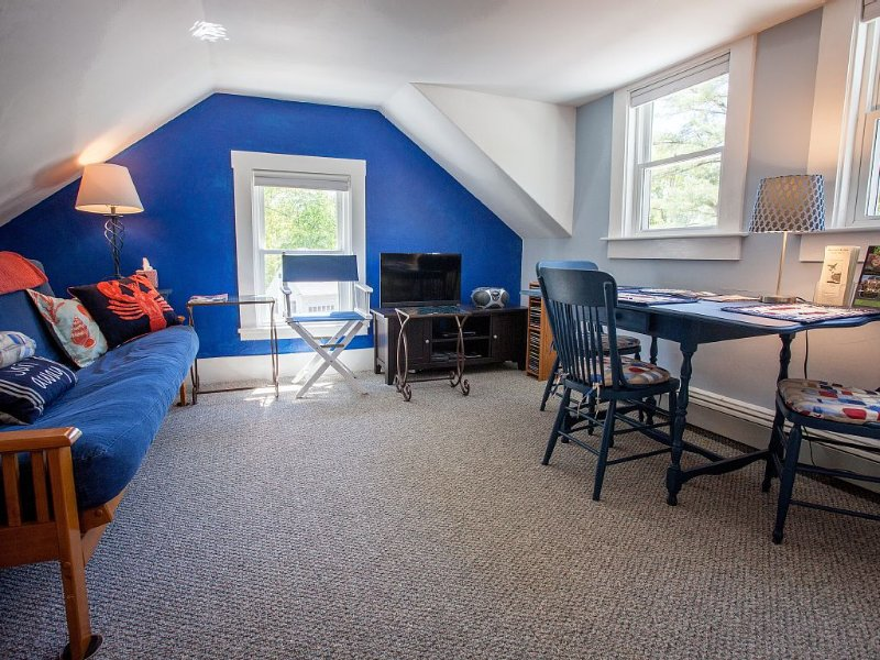 Charming apartment conveniently located with walking distance to town, holiday rental in Boothbay Harbor