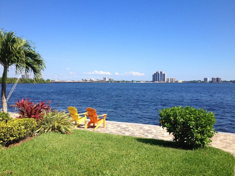 FORT MYERS WATER FRONT/RIVER DISTRICT VIEWS, alquiler vacacional en North Fort Myers