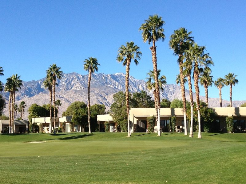 DESERT COUNTRY CLUB PARADISE!, holiday rental in Cathedral City
