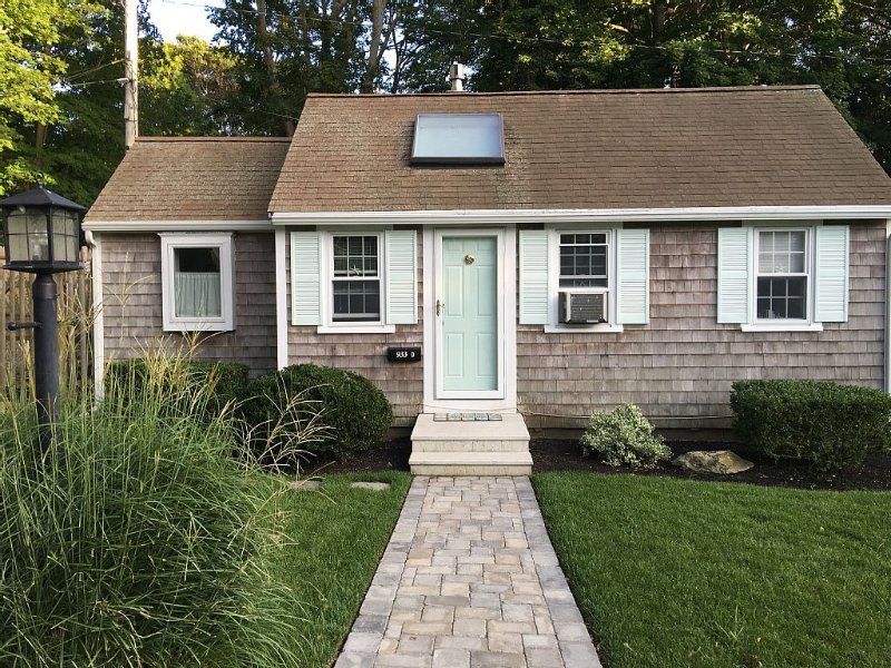 Charming Cottage Getaway, holiday rental in Osterville