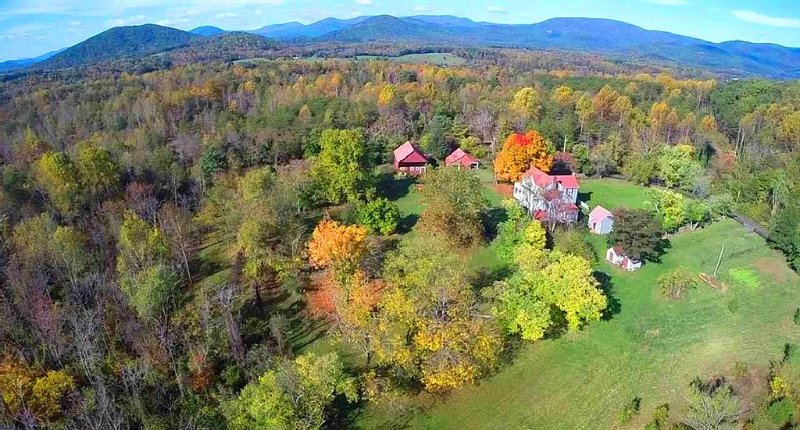 Historic home outside of  Charlottesville, close to Shenandoah, holiday rental in Stanardsville