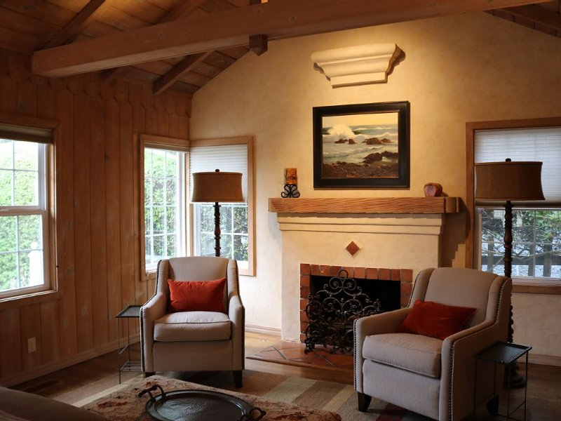 Cozy Carmel Cottage, Close To Town., holiday rental in Carmel