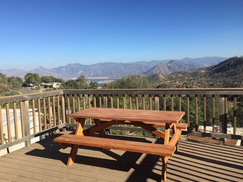 Perfect Mountain Getaway with Panoramic Views!, vacation rental in Kernville