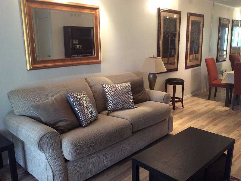 Quiet Lovely Condo/Apatment, vacation rental in North Palm Springs