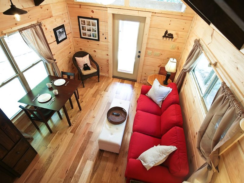 Happy Fox Hideaway- Right In The Mix Of Waterfalls, Hiking Trails And Downtown, vacation rental in Brevard