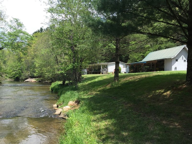 Private River Front Home/Pavilion, Blue Ridge Moutains, Alleghany County, NC, holiday rental in Roaring Gap