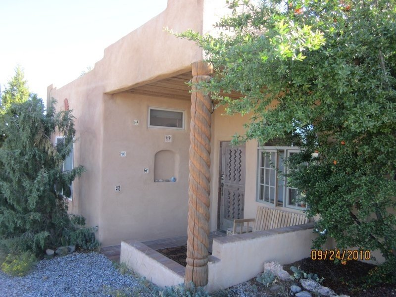 Unique Santa Fe Area Casita on 5 Acres with Great Views and nice amenities, holiday rental in White Rock