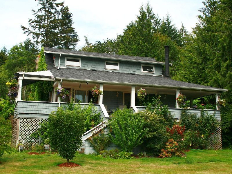 Two Dogs Inn Ladysmith warmly welcomes you., holiday rental in Cowichan Valley Regional District
