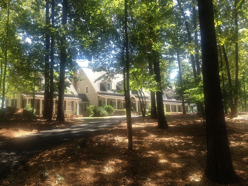 Secluded guest suite-just minutes to dntn Alpharetta/400/Windward., vacation rental in Hickory Flat