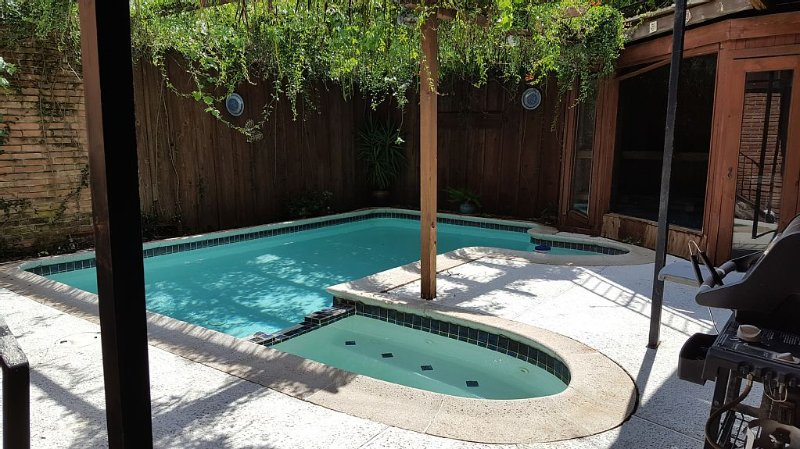 Montrose Apartment - Pool & Garage, vacation rental in Houston