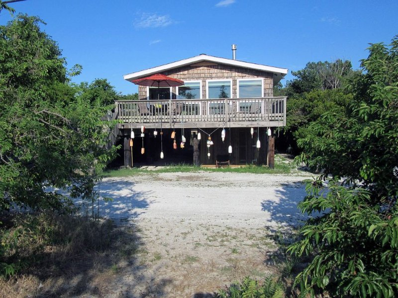 Cottage Fronting on the Delaware Bay ~ Private ~ Quiet ~ Surrounded by Nature, holiday rental in Middle Township