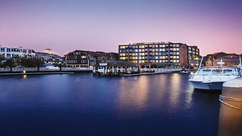 Ocean front resort, Mansions, Jazz fest, Newport!, holiday rental in Newport