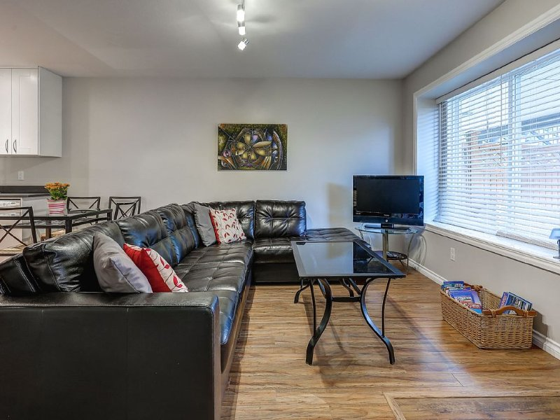 Renovated Cozy Guest Suite w/private outdoor space., holiday rental in New Westminster