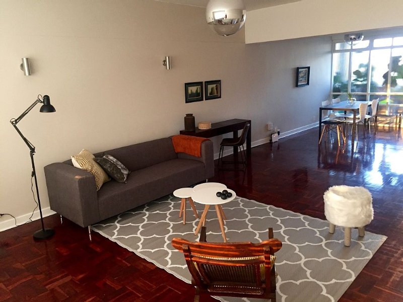 Modern And Centrally Located, Safe And Beautiful Art-deco Haven, vacation rental in Johannesburg