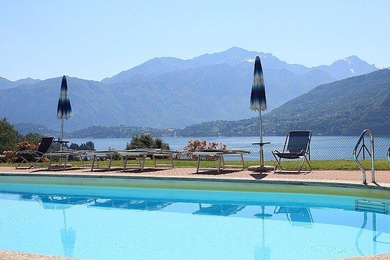 Casa Panorama Sette, rimborso completo con voucher*: Un luminoso e allegro appar, vacation rental in Tremezzina