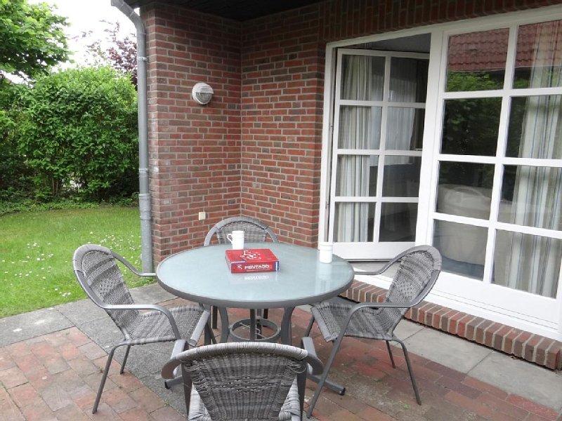 Zeitlos und elegant: Die Doppelhaushälfte besticht sowohl durch ihre Helligkeit, holiday rental in Carolinensiel