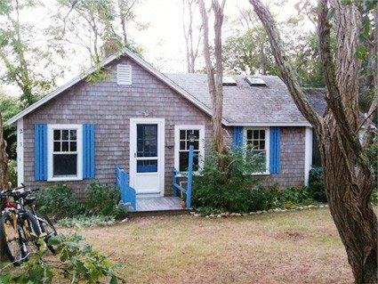 Charming & cozy Wellfleet cottage on quiet road 3/4 mile to beach., vacation rental in Wellfleet