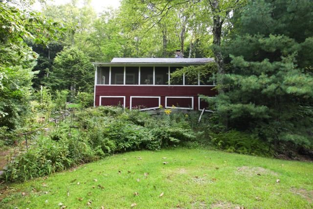 Quaint and Quiet Cottage with Lake Rights and Private Dock, vacation rental in Hampshire County