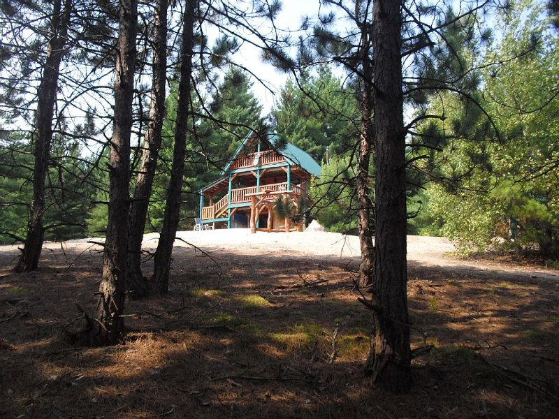 Mountain Laurel Cabin at The King's Pines, holiday rental in Copenhagen