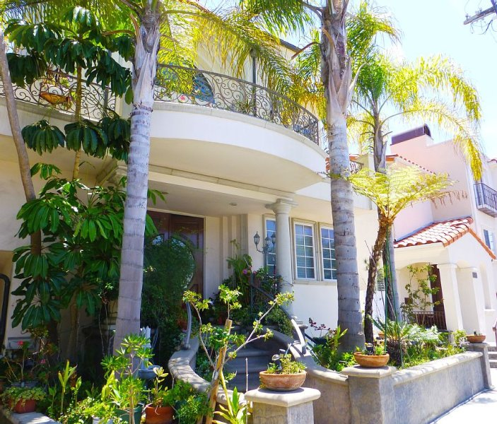 Spacious Contemporary Style Lower Guest Apartment, Private Entry, Walk To Beach!, casa vacanza a Hermosa Beach