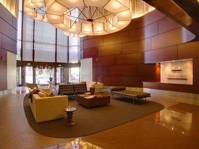 Lobby del 1100 Wilshire.