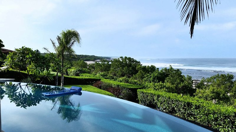 Oceanfront Villa In A Beach-lover's And Surfer's Paradise, location de vacances à Playa Negra