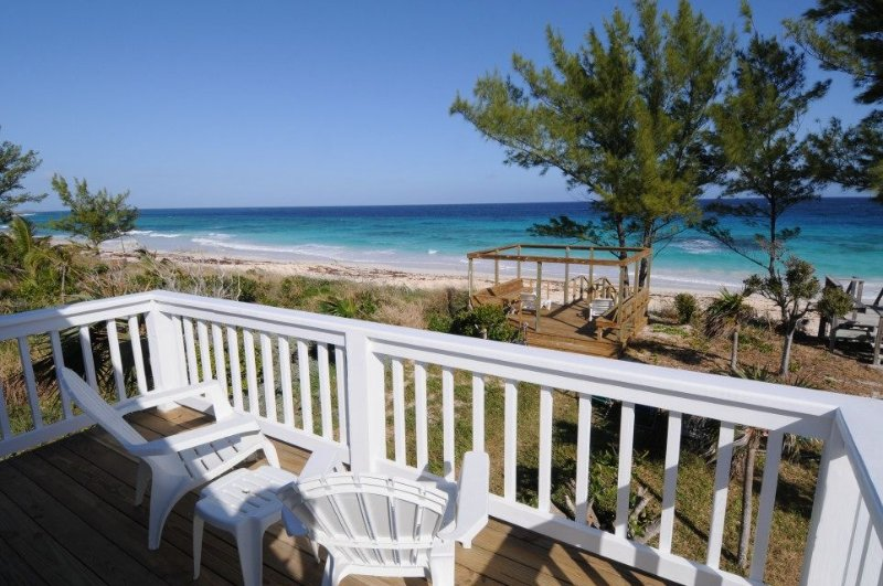 Sea Coral Cottage - newly refurbished beach house, spectacular ocean views, alquiler de vacaciones en Lubbers Quarters